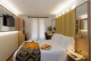 Hotel Ala  | Venice | Best price is right here