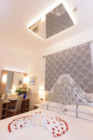 Hotel Ala  | Venice | Best price is right here...